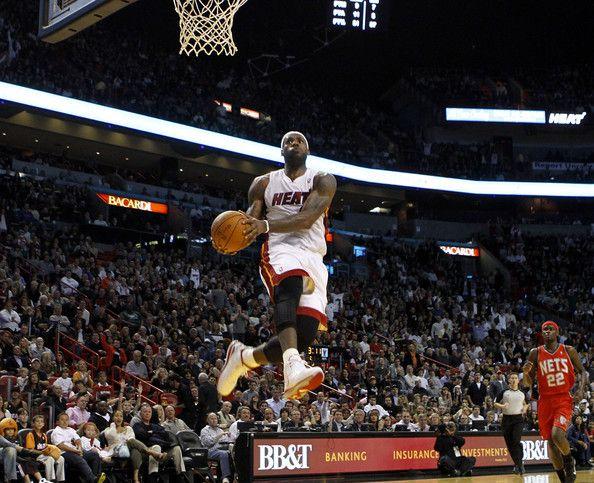 Hi84 Lebron James Nba Basketball Dunk Wallpaper: Gotbrons